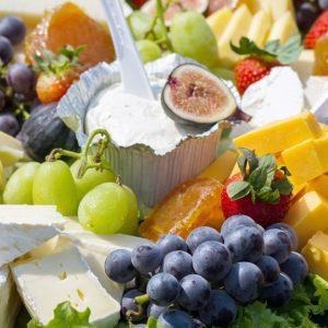 rowayton-market-fruit-heese-platter